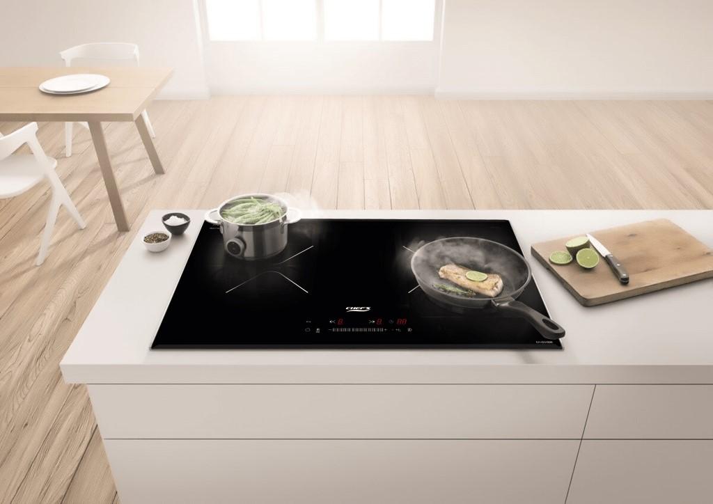 Không gian bếp trở nên sang trọng nhờ có bếp từ