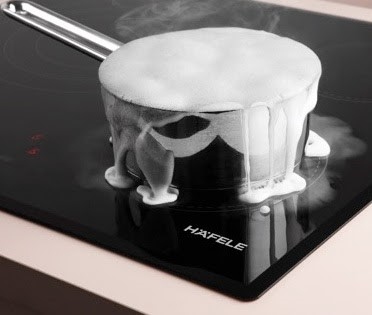 Bếp từ Hafele HC-M772B 536 01 815 sẽ tự động tắt khi nước tràn