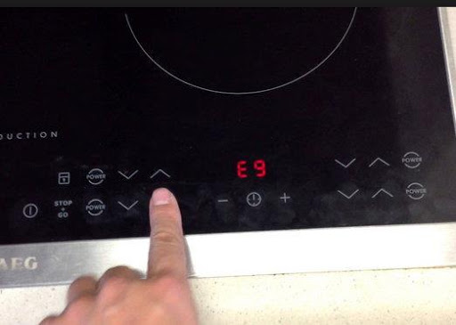 Lỗi E9 của bếp từ Aeg