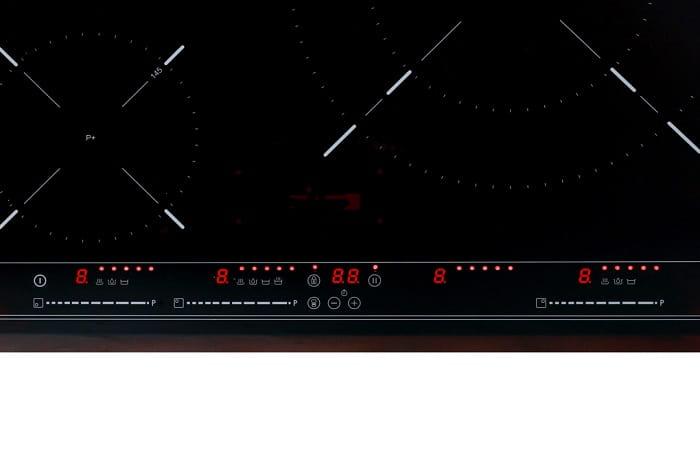 Bảng điều khiển cùng bàn phím của bếp từTeka IR 6320