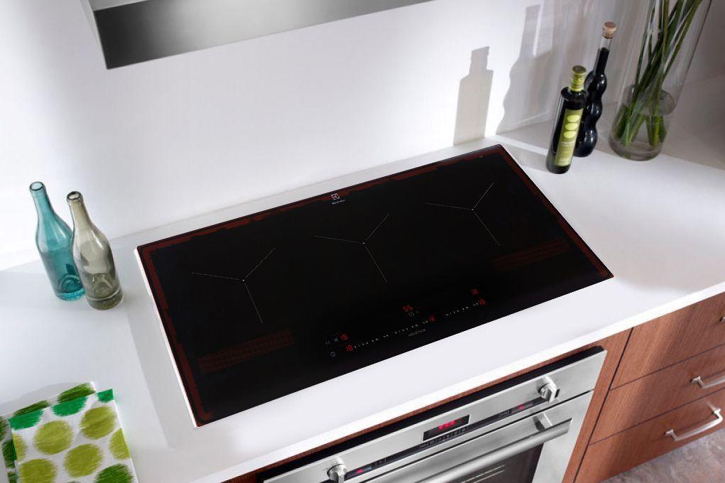 Bếp từ âm Electrolux EIT913