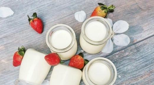 Cốc sữa chua tự tay làm thơm ngon, hấp dẫn