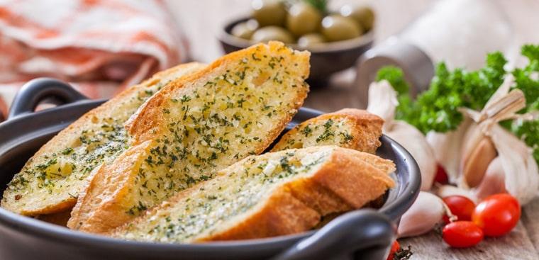 Bánh mì bơ tỏi là món ăn khoái khẩu