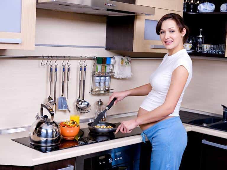 Bếp từ giá thành khá cao và sử dụng khó