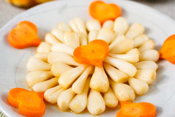 Củ kiệu chua ngọt rất thích hợp với cơm và bánh chưng