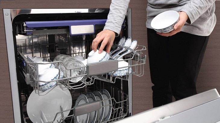 Rửa bát siêu sạch bằng máy