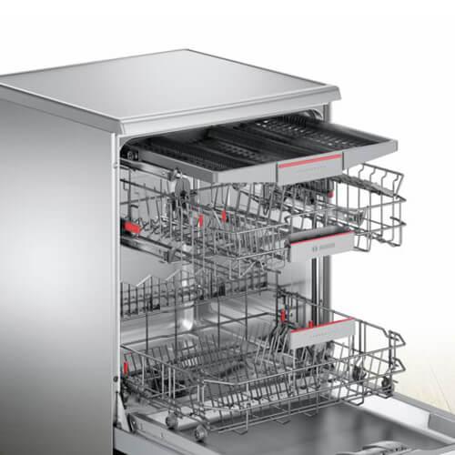 Máy rửa bát ba ngăn được thiết kế có giá đỡ thứ bavô cùng linh hoạt