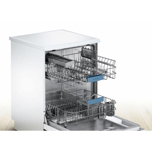 Khoang bên trong máy rửa bát Bosch SMS63L02EA