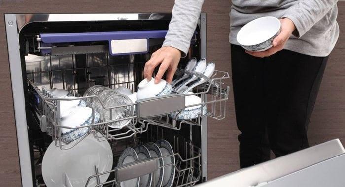 Nhiều tính năng của máy rửa bát giúp bát đĩa sạch bóng