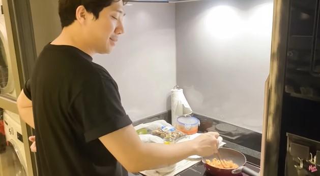 Bếp nhà Trấn Thành và Hari Won
