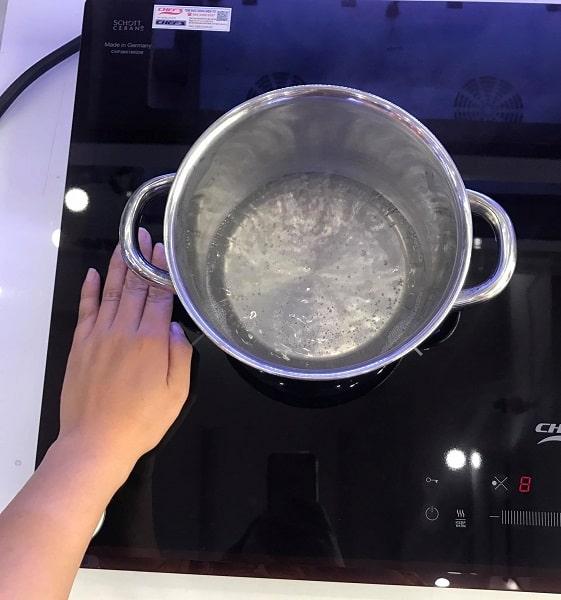 Tính năng khóa của bếp từ Bosch PIN675N17E đảm bảo an toàn