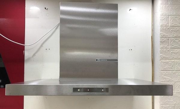 Ảnh máy hút mùi Bosch DWB77CM50 tại showroom Bếp Hoàng Cương