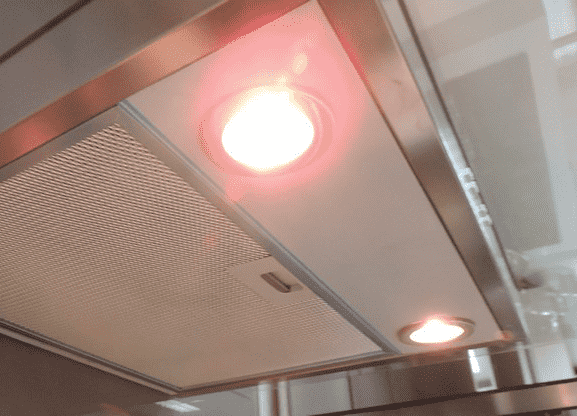 Máy hút khói khử mùi TeKa DJ 950 được trang bị hai bóng đèn chiếu sáng halogen
