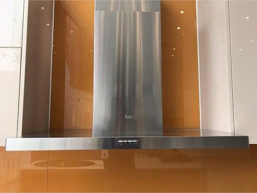 Ảnh máy hút mùi TEKA DSJ 750 treo tại cửa hàng