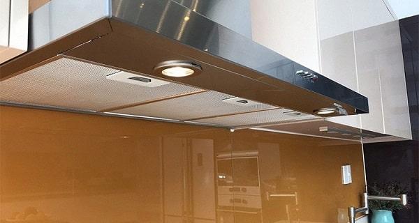 Đèn chiếu sáng được đặt 2 bên của hút mùiTeka DSJ 750