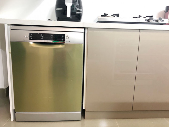Máy rửa bát âm tủ hoàn toàn giúp tiết kiệm không gian bếp