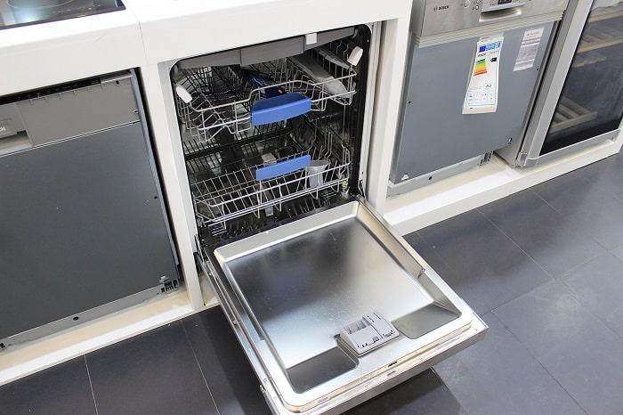 Khoang trong của máy rửa bát Bosch SMV68TX06E