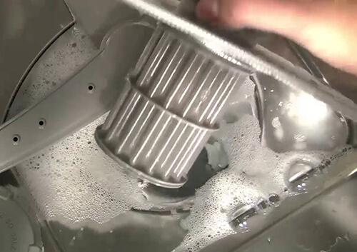 Tắc bộ lọc máy rửa bát