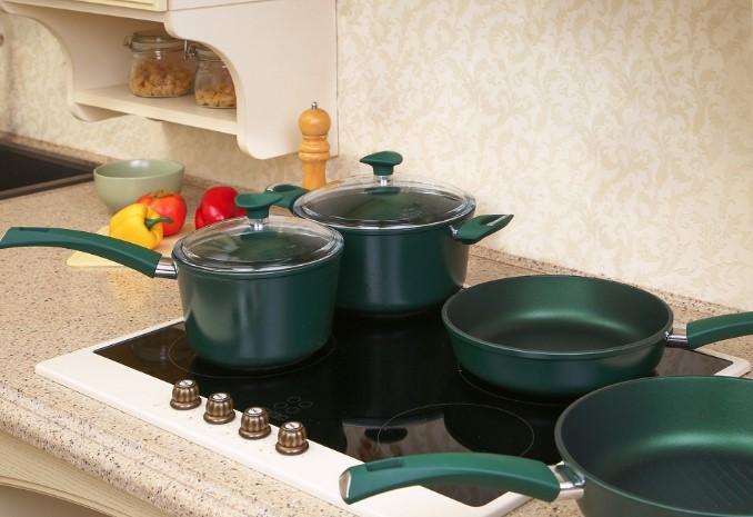 Chọn dụng cụ nấu ăn trên bếp