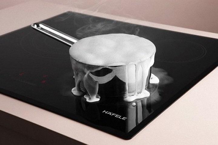 Chức năng chống tràn của bếp từ Bosch PID672FC1E phát âm thanh cảnh báo