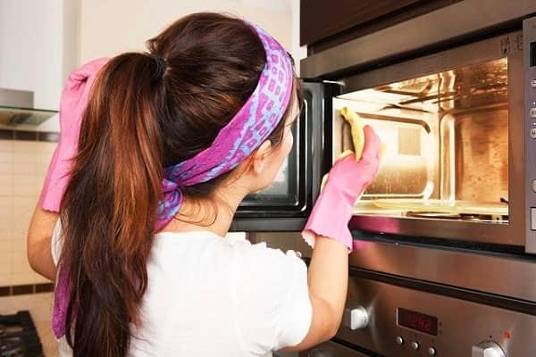 Vệ sinh lò nướng luôn sạch sẽ ngăn chặn lãng phí năng lượng