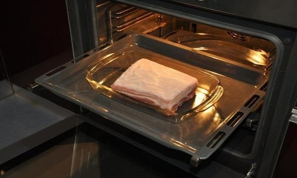 Khay nướng bằng thủy tinh chịu nhiệt