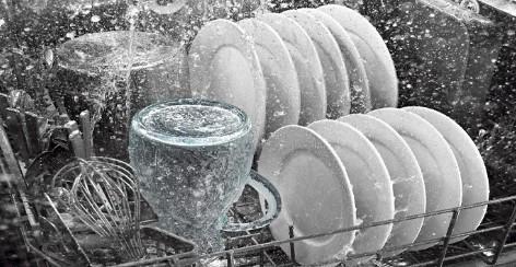 Máy rửa bát là thiết bị công nghệ thông minh sử dụng để xử lý các loại dụng cụ chén, bát, đĩa…