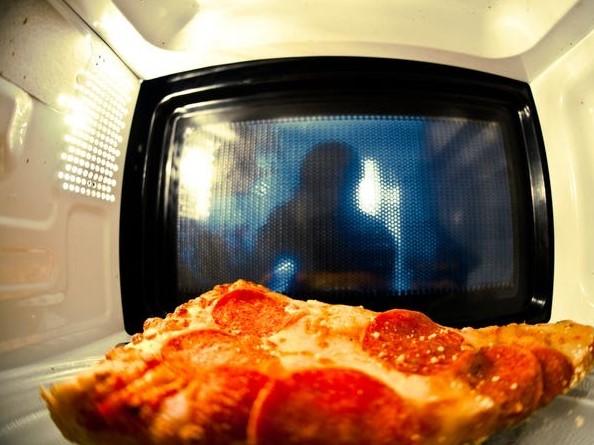 Thực phẩm hấp thụ lượng sóng phản xạ qua thành khoang nấu