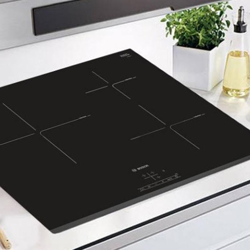 Hình ảnh chiếc bếp từ 3 vùng nấu Bosch PUC631BB2E rất được ưa chuộng