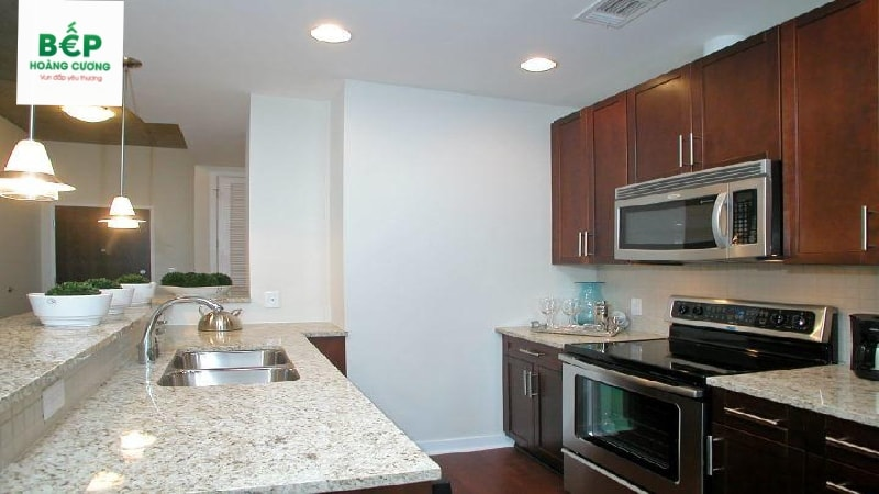 Không gian bếp nhỏ nhưng vô cùng ngăn nắp, gọn gàng