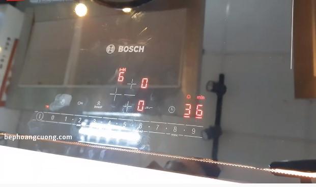 Khu vực bảng điều khiển bếp từBOSCH PIJ651FC1E hiển thị khi sử dụng