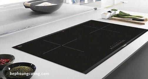 Bếp được thiết kế kiểu dáng chữ nhật, lắp đặt âm