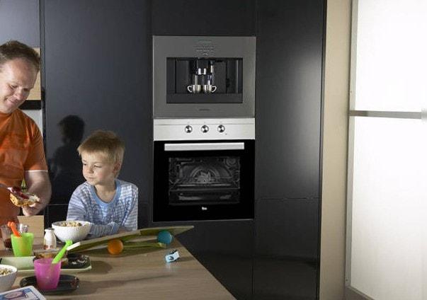 Hình ảnh chiếc lò nướngTEKA HSB 615 lắp đặt âm tủ trong căn bếp