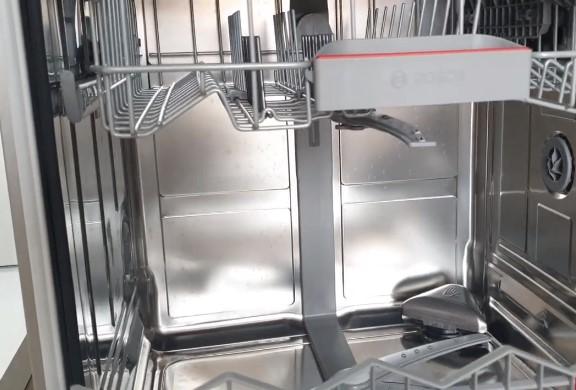 Phía bên trong chiếc máy rửa bátSMS68MI04E