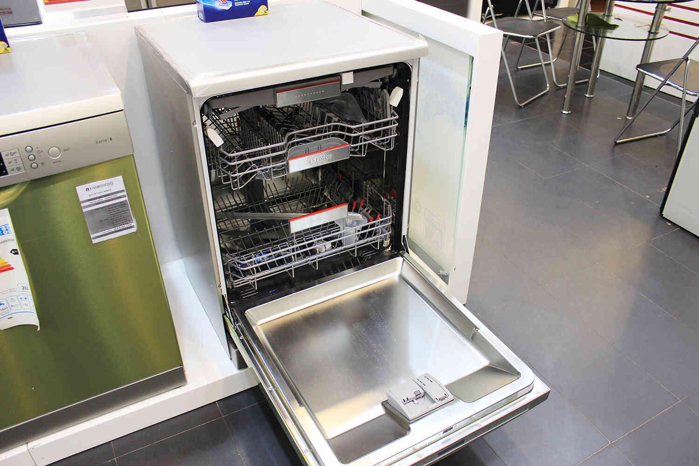 Hình ảnh chiếc máy rửa bátBosch SMS68UI02E