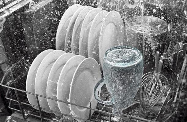 Hãy chọn mua kẹp giữ chai có chất liệu bền, sử dụng an toàn trong máy rửa bát