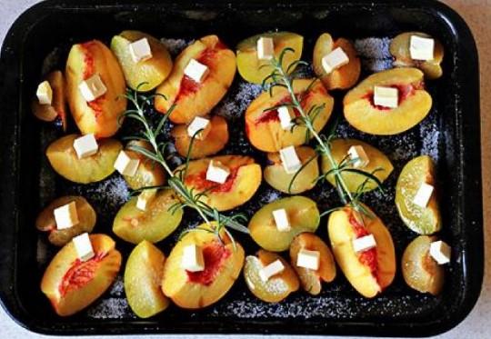 Sử dụng lò nướng để sấy hoa quả và thịt