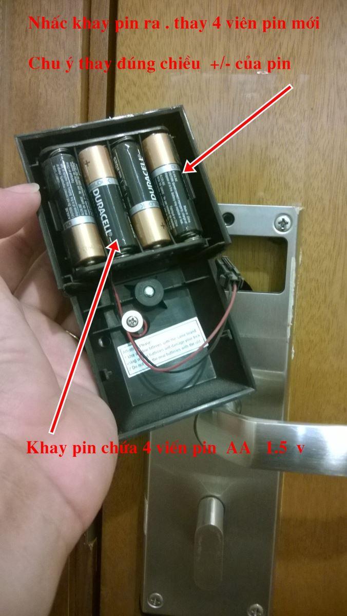 Cách thay pin khóa cửa mật mã