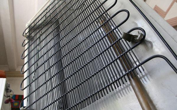 Cuộn dây ngưng tụ bị bẩn không tản nhiệt hiệu quả